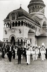 Regele Carol al II-lea și Princepele Mihai la sfințirea Catedralei 1935. Foto: wikipedia