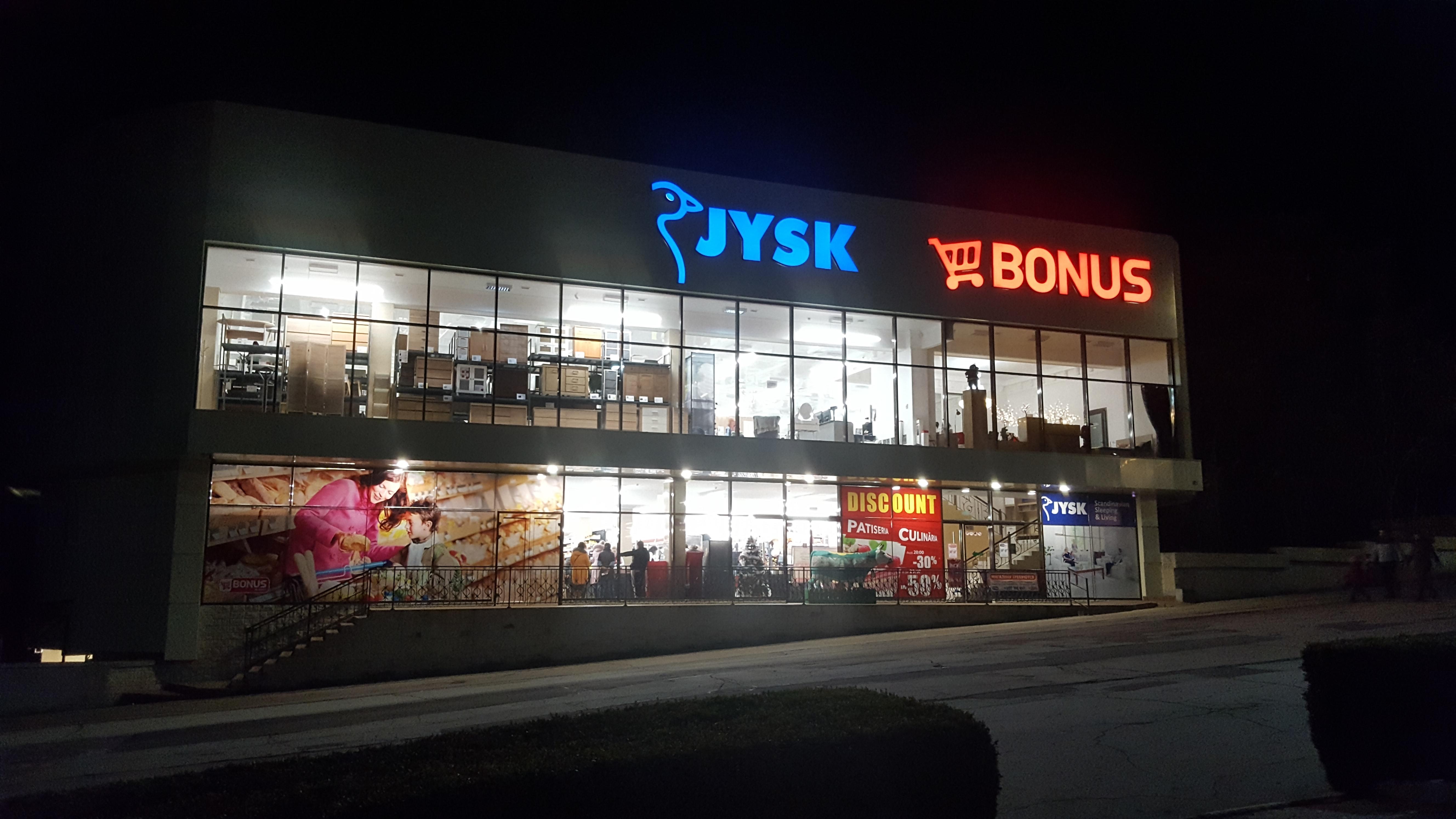 Cum afli cine deține magazinul din cartier?