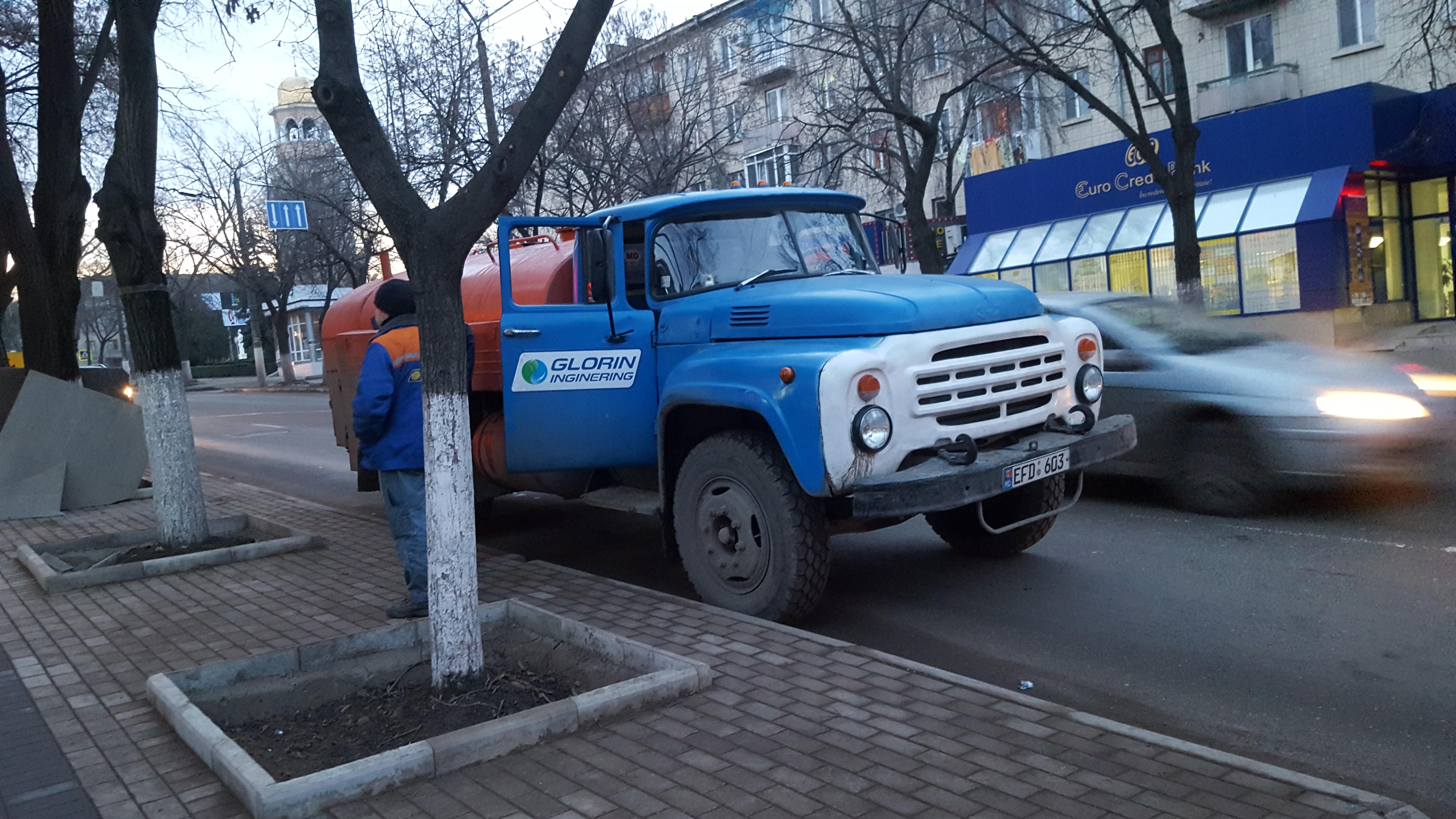 Autospeciala Glorin Inginering SRL pe strada centrală din Bălți // foto Social Media Bălți