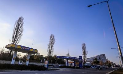 Una dintre stațiile Dominic se află lângă Porțile Orașului și se învecinează cu benzinăria Eurosim, firmă la care liderul liberalilor Mihai Ghimpu deține 33%. Ianuarie 2018 // Foto: RISE Moldova